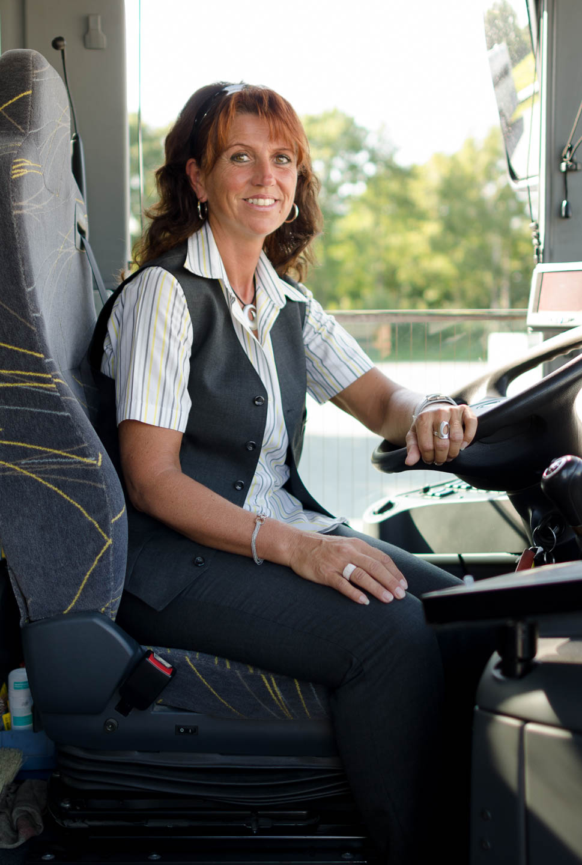 Portraitfoto Frau am Arbeitsplatz - Busfahrerin