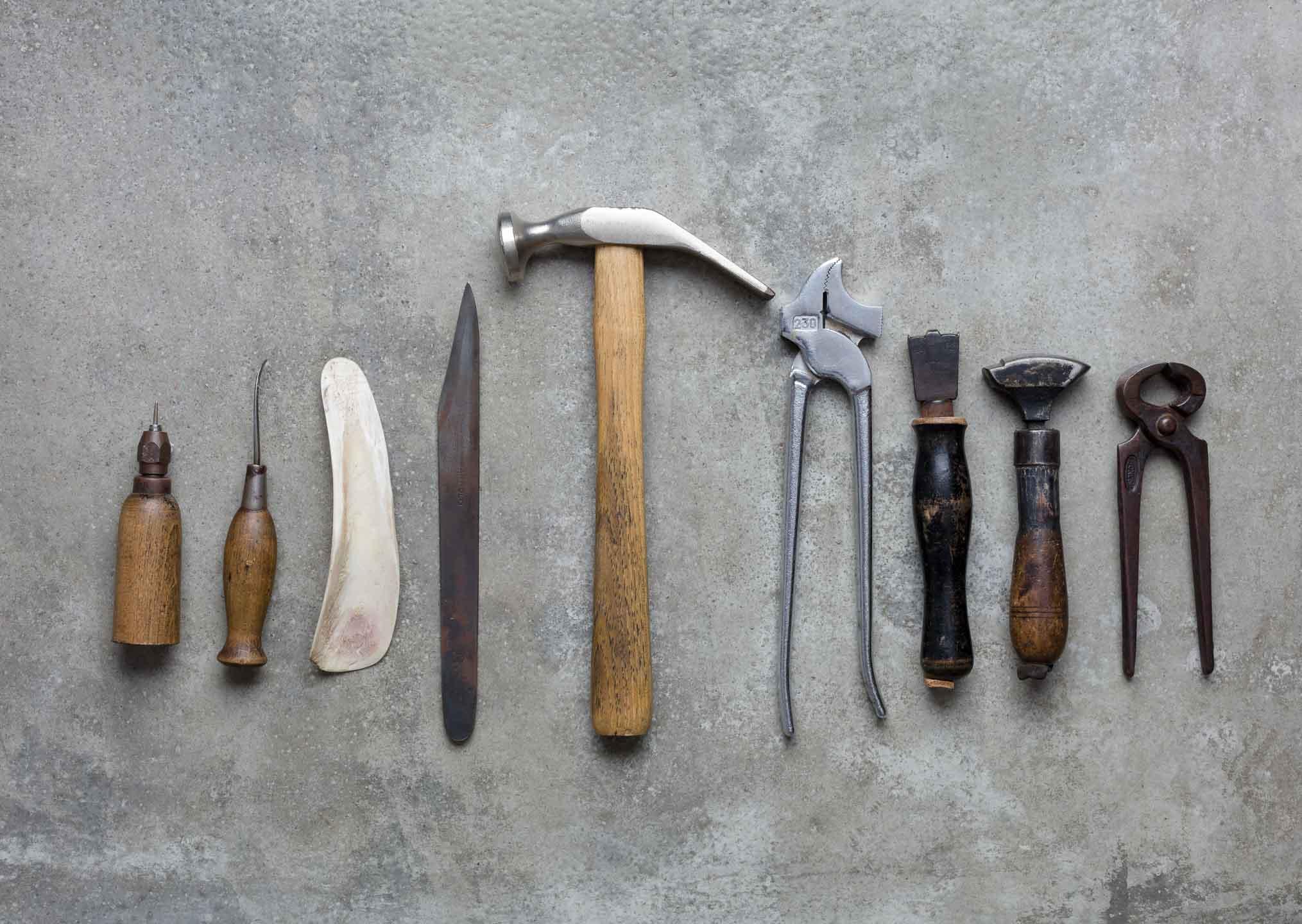 Produktfoto Von Werkzeugen eines Schuhmachers