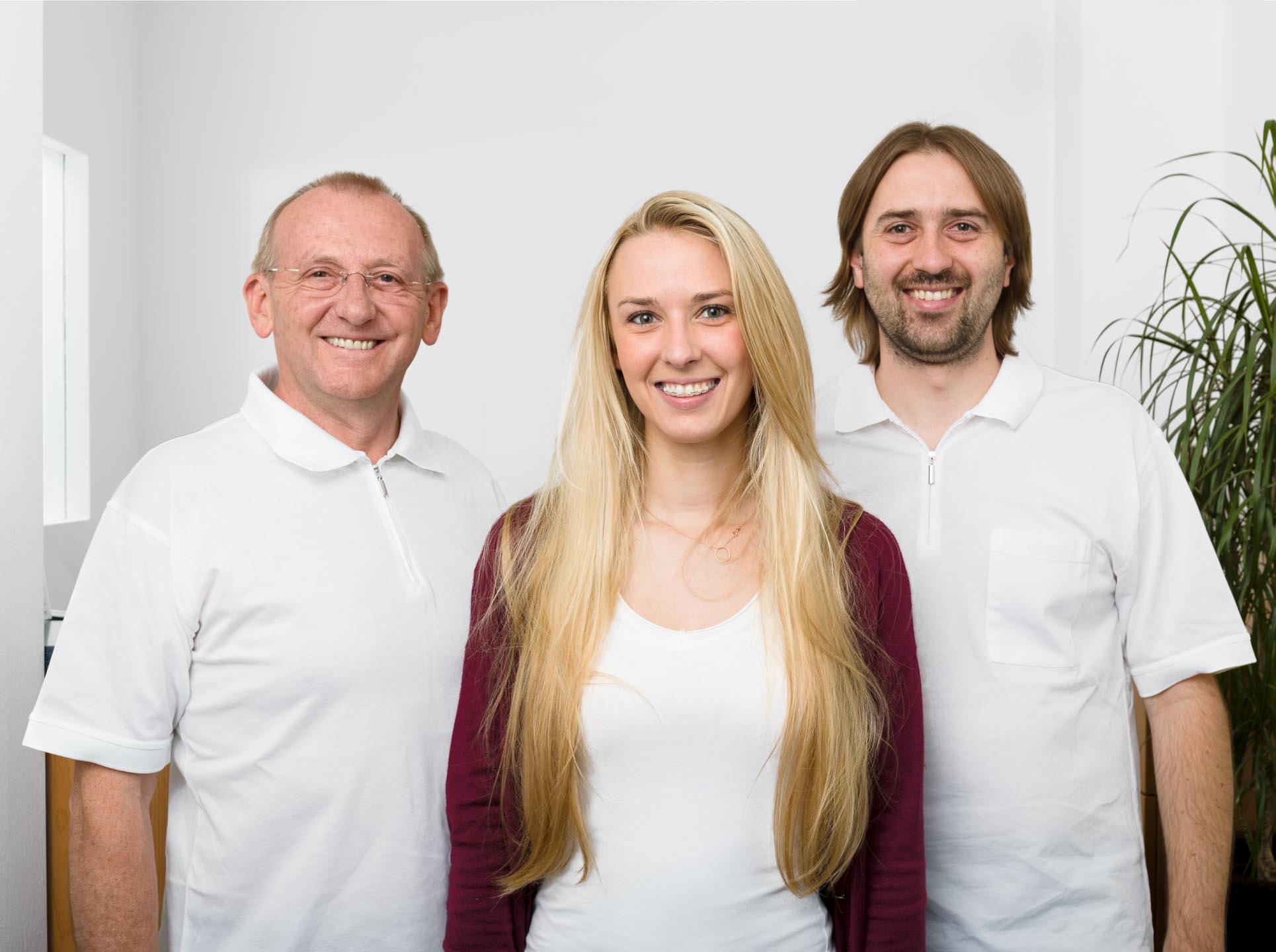 Teamfoto von Zahnärzten in der Praxis
